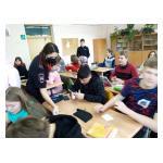 В 7В классе прошёл мастер-класс по изготовлению световозвращающих элементов